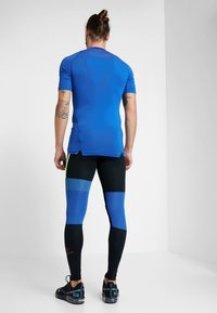 Nike Performance - Leggings - black/game royal/electric green/habanero red - 2