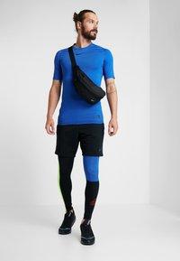 Nike Performance - Leggings - black/game royal/electric green/habanero red - 1