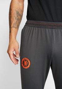Nike Performance - CHELSEA LONDON FC DRY PANT - Fanartikel - anthracite/black/rush orange - 5
