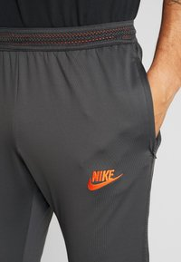 Nike Performance - CHELSEA LONDON FC DRY PANT - Fanartikel - anthracite/black/rush orange - 3