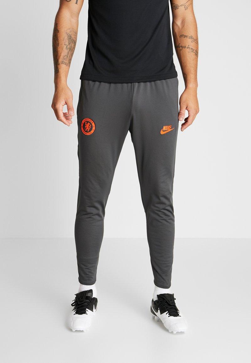 Nike Performance - CHELSEA LONDON FC DRY PANT - Fanartikel - anthracite/black/rush orange