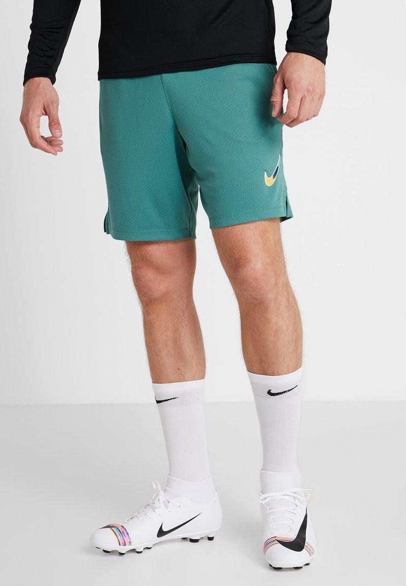Nike Performance - DRY SHORT  - kurze Sporthose - bicoastal/faded spruce/iridescent