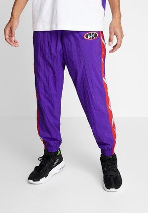 THROWBACK PANT  - Träningsbyxor - court purple/university red/white