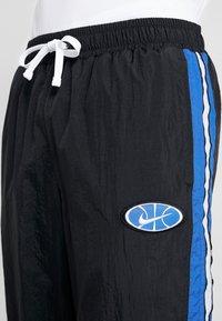 Nike Performance - THROWBACK PANT  - Pantalones deportivos - black/game royal - 3