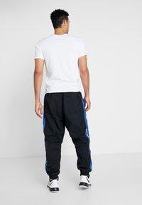 Nike Performance - THROWBACK PANT  - Pantalones deportivos - black/game royal - 2