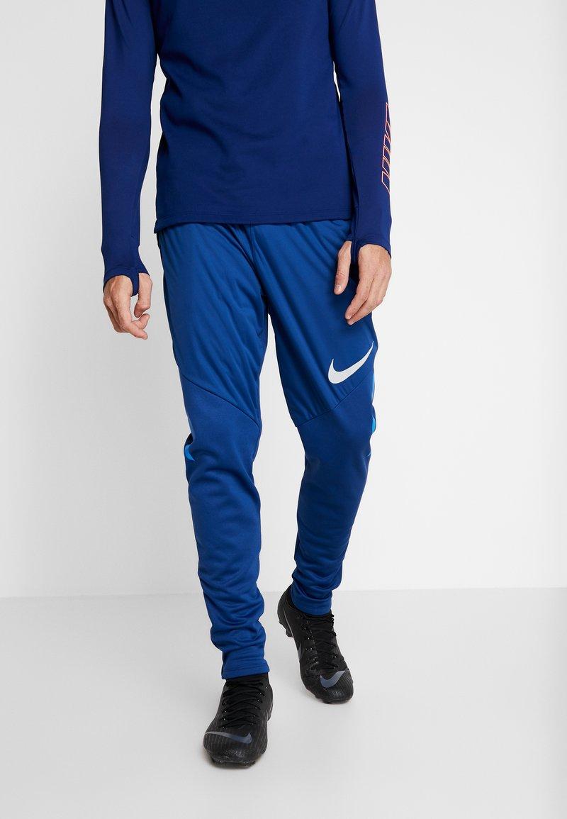 Nike Performance - THERMA SHIELD STIRKE PANT - Pantalon de survêtement - coastal blue/light photo blue/silver