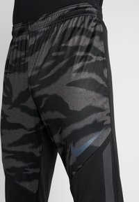 Nike Performance - THERMA SHIELD STIRKE PANT - Tracksuit bottoms - black/anthracite - 6