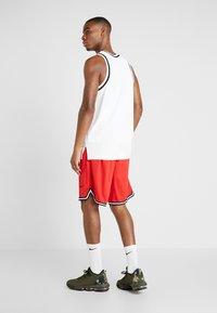 Nike Performance - NBA CHICAGO BULLS DNASHORT - Korte broeken - university red/black/white - 2
