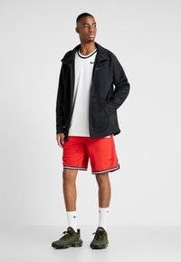 Nike Performance - NBA CHICAGO BULLS DNASHORT - Korte broeken - university red/black/white - 1