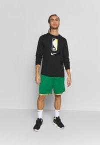 Nike Performance - NBA CITY EDITION BOSTON CELTICS - Korte broeken - clover/club gold/club gold - 1