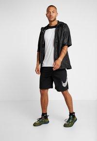 Nike Performance - Pantalón corto de deporte - black - 1