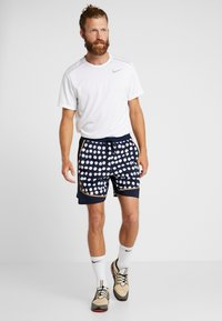 Nike Performance - STRIDE SHORT ARTIST - Sports shorts - obsidian/reflective silver - 1