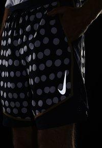 Nike Performance - STRIDE SHORT ARTIST - Short de sport - obsidian/reflective silver - 4