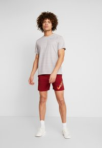 Nike Performance - AIR FLASH STRIDE - Sports shorts - team red/bright crimson - 1
