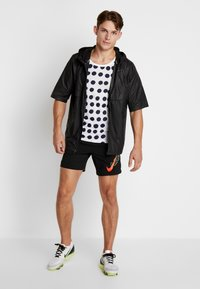 Nike Performance - AIR FLASH STRIDE - Sports shorts - black/bright crimson - 1