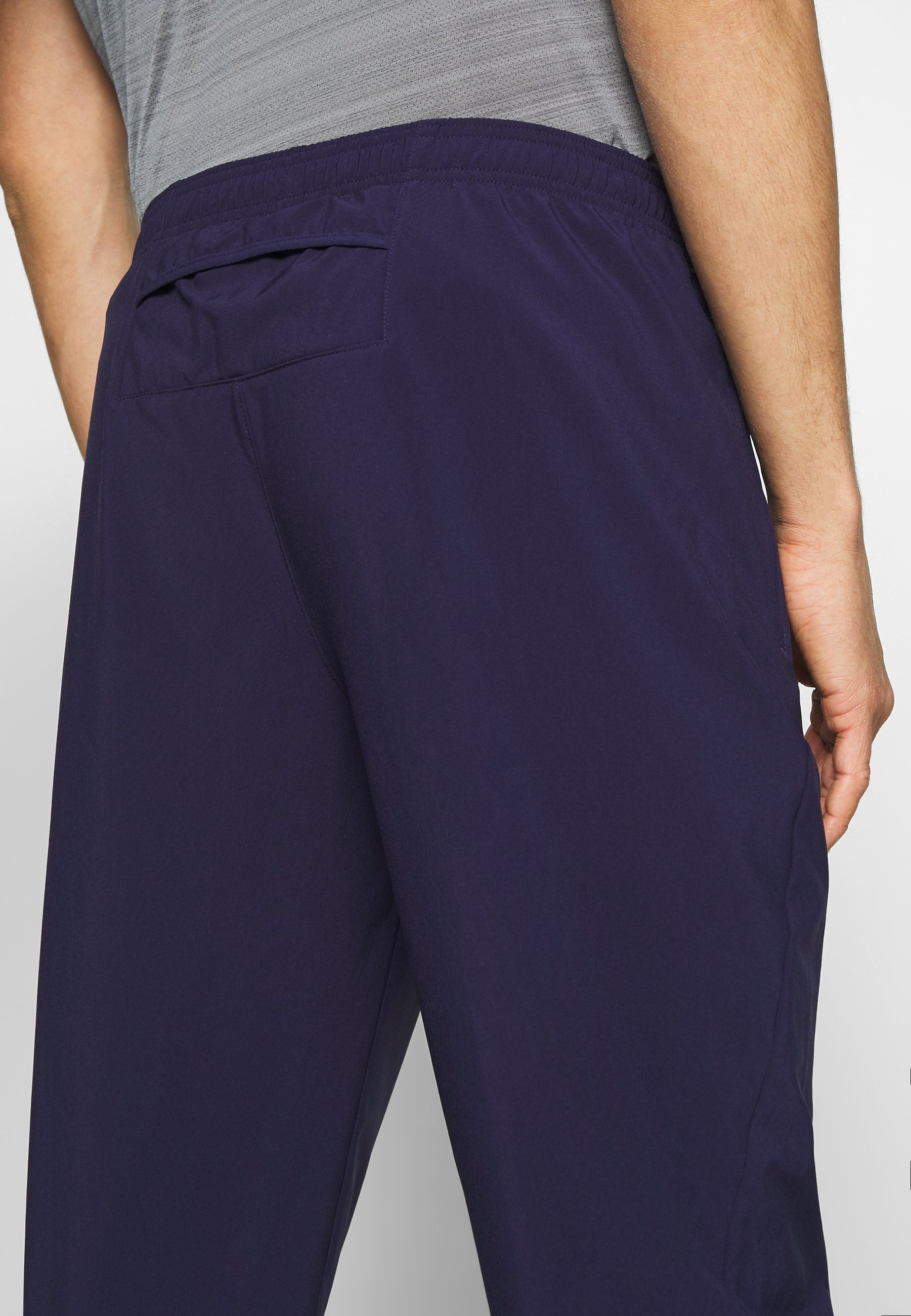ESSENTIAL PANT Joggebukse imperial purplereflective silver