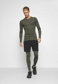 Nike Performance - PRO  - Medias - cargo khaki/black - 1