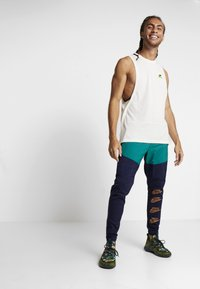 Nike Performance - PANT - Tracksuit bottoms - blackened blue/mystic green/kumquat - 1