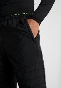 Nike Performance - PANT - Trainingsbroek - black heather/black/scream green - 3
