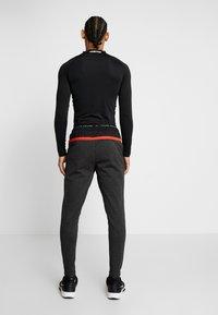 Nike Performance - PANT - Trainingsbroek - black heather/black/scream green - 2