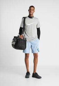 Nike Performance - SHORT  - Träningsshorts - indigo fog - 1