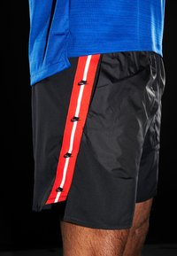 Nike Performance - WILD RUN SHORT - Träningsshorts - black/silver - 3