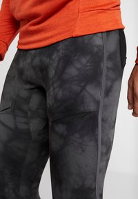 Nike Performance - Leggings - dark grey/black/reflect black - 4