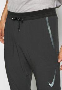 Nike Performance - SWIFT PANT - Verryttelyhousut - black/reflect black - 4