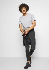 Nike Performance - SWIFT PANT - Verryttelyhousut - black/reflect black - 1