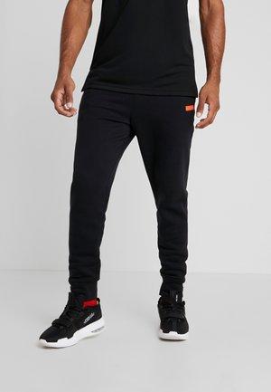 LEBRON JAMES PANT - Jogginghose - black/team orange