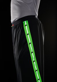 Nike Performance - WILD RUN PANT - Träningsbyxor - black/electric green/habanero red - 8