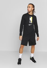 Nike Performance - NBA CITY EDITION TORONTO RAPTORS SWINGMAN SHORT - Short de sport - black - 1