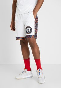 Nike Performance - NBA CITY EDITION BROOKLYN NETS SWINGMAN SHORT - Krótkie spodenki sportowe - white/black - 0