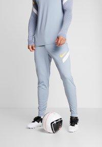 Nike Performance - DRY PANT - Jogginghose - obsidian mist/laser orange - 0
