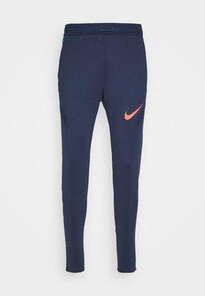 DRY STRIKE PANT - Pantalon de survêtement - midnight navy/soar/laser crimson