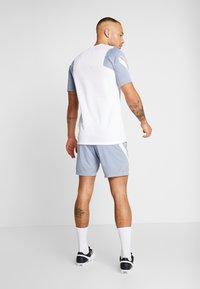 Nike Performance - DRY STRIKE SHORT - Pantalón corto de deporte - obsidian mist/diffused blue/laser orange - 2