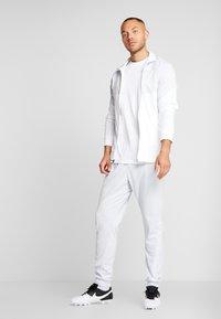 Nike Performance - DRY PANT - Pantalon de survêtement - pure platinum/white/silver - 1