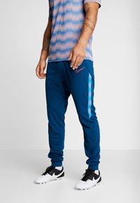 Nike Performance - DRY PANT - Pantaloni sportivi - valerian blue/laser crimson - 0