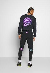 Nike Performance - PANT  - Pantalon de survêtement - black - 2