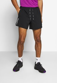 Nike Performance - M NK FLX STRIDE SHORT 5IN TKO - Pantalón corto de deporte - black - 0