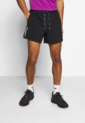 M NK FLX STRIDE SHORT 5IN TKO - Urheilushortsit - black