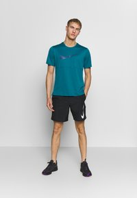 Nike Performance - RUN SHORT - Pantalón corto de deporte - black/white - 1