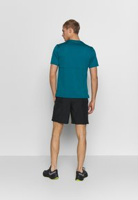 Nike Performance - RUN SHORT - Pantalón corto de deporte - black/white - 2
