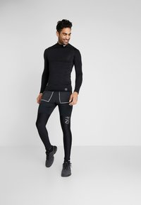 Nike Performance - M NK SHORT 7IN FUTURE FAST - Urheilushortsit - black/dark smoke grey/reflective silver - 1