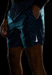 Nike Performance - SHORT  - Pantalón corto de deporte - valerian blue/valerian blue - 6