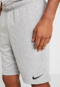 Nike Performance - DRY SHORT - Pantalón corto de deporte - dark grey heather/black