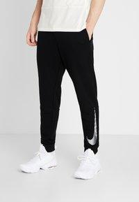 Nike Performance - MFLC GFX - Pantalones deportivos - black - 0