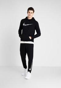 Nike Performance - MFLC GFX - Pantalones deportivos - black - 1