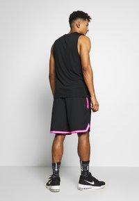 Nike Performance - NBA SHORT DNA - Pantalón corto de deporte - black/laser fuchsia/white - 2