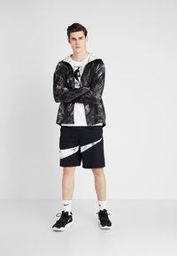 Nike Performance - NIKE DRI-FIT HERREN-BASKETBALLSHORTS - Urheilushortsit - black/white - 1